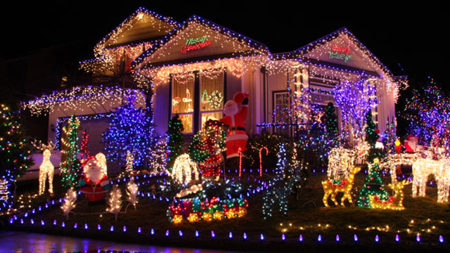 How Much Do Professionally Installed Holiday Lights for Your Home Cost?